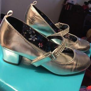 Girls dress shoes - heeled Maryjanes